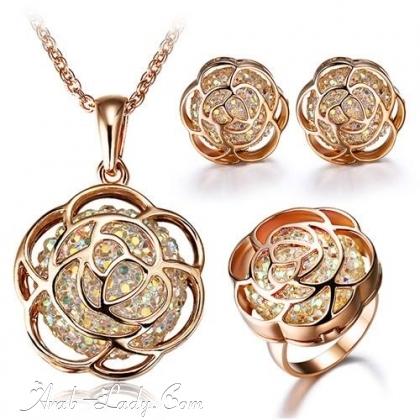 ارقى المجوهرات المرصعة بالاحجار الكريمة 140178431557.jpg
