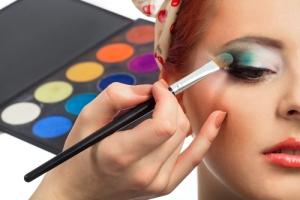 كيف تدمجين ألوان ظلال العينين؟