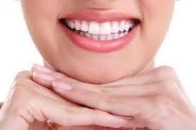 إستمتعي بإبتسامة تعكس بياض أسنانك وثقتك بنفسك.