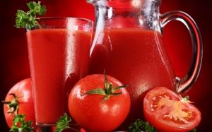 عصير البندورة والكرفس لإنقاص وزنك بسرعة