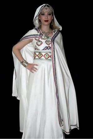 اللباس الجزائري التقليدي تنوع واختلاف من منطقة إلى أخرى