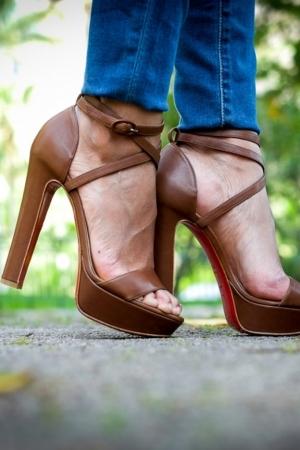 تشكيلة مميزة من الأحذية الصيفية لتدللي قدميك بنعومة