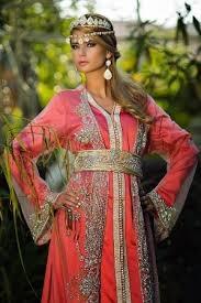 تشكيلة من القفطان المغربي باللون الزهري لتتألقي بنعومة وجاذبية