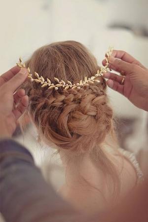 اختاري التسريحات البسيطة في ليلة زفافك للظهور بجاذبية أنيقة