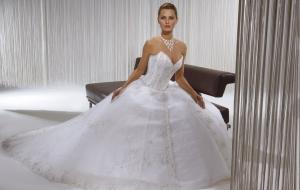 فساتين الزفاف باللمسة المكشوفة أناقتك في حفل الزفاف