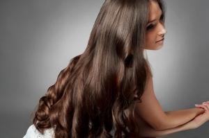 امنحي شعرك الطول والنعومة مع خلطة منزلية بسيطة