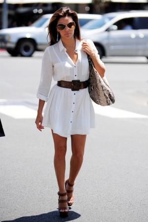 تألقي في إطلالتك الصيفية باختيار الفستان القميص بتصاميم راقية