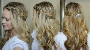 الضفيرة الجانبية لمسة راقية تميز شعرك في مختلف الإطلالات