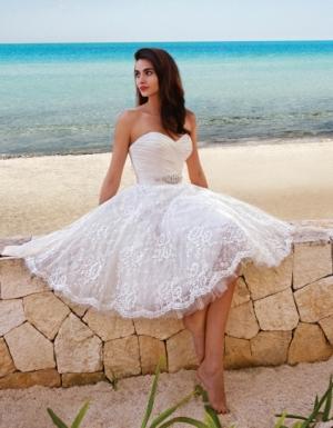 فستان الزفاف القصير يعطيك إطلالة راقية في ليلة العمر