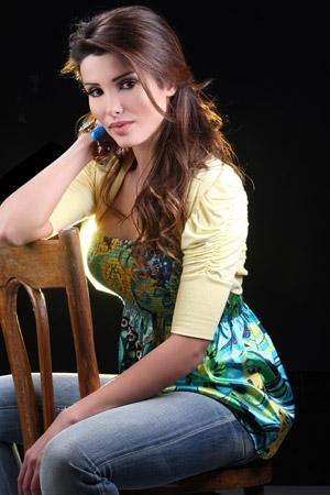 المغربية صوفيا المريخ تحتل المرتبة الأولى كأجمل نساء العالم