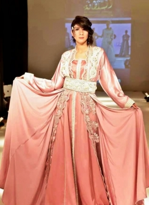 اختاري القفطان المغربي بألوان الباستيل لأناقة وجاذبية مثالية