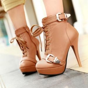 أحذية الرقبة القصيرة موضة الخريف التي تزيين إطلالتك