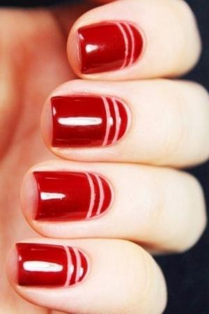 أفكار مميزة لتمنح أظافرك إطلالة متجددة مع طلاء الأظافر الأحمر