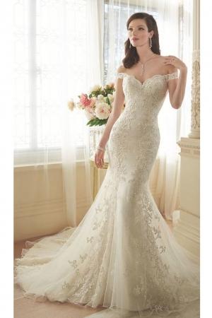 تألقي يوم زفافك مع فستان ذيل السمكة كصيحة جديدة