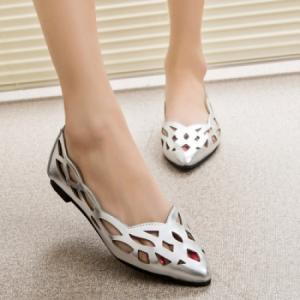 الأحذية المسطحة اختيارك الأمثل لأناقة وإطلالة مريحة في موسم الخريف