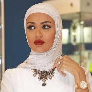 اختاري العقد بلمسة الحجم الكبير لإطلالة تناسب حجابك