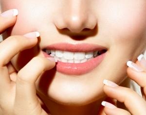 امنحي أسنانك البياض الناصع في يوم واحد مع هذه الوصفة