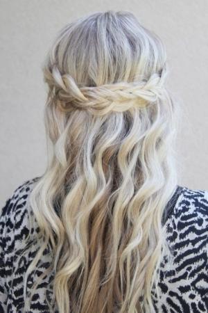 اختاري ضفيرة الشلال للحصول على أناقة مثالية من خلال شعرك