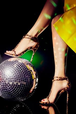 كارولينا هيرارا تطلق تشكيلتها الراقية من الأحذية المميزة لكل امرأة