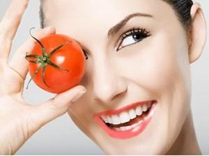 تخلصي من الهالات السوداء مع قناع الطماطم