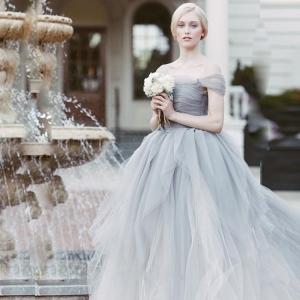 اختاري فستان العروس باللون الرمادي لتتألقي بجاذبية يوم زفافك