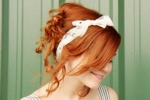 ارتدي شرائط الشعر بطريقة عصرية وبسيطة تزيد أناقة وجمالا