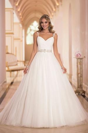 إطلاق تشكيلة من فساتين الزفاف الخاصة لصاحبات الجسم الكمثري