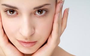 امنحي بشرة وجهك التفتيح والنضارة مع قناع الليمون والدقيق
