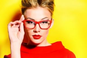 استمتعي بالماكياج المثالي حتى وأنت ترتدين النظارات الطبية