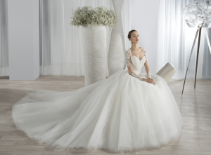 اللمسة المنفوشة تزيين فساتين الزفاف الخريفية وتمنحك الجاذبية