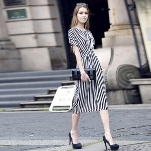 الملابس المخططة تغزو عروض الأزياء العالمية لتتألقي في إطلالاتك