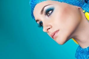 الماكياج الأزرق أناقة المحجبات التي تزيدك جمالية راقية في هذا الموسم