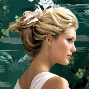 اعتمدي هذه التسريحات الراقية يوم زفافك إذا كان شعرك خفيفا