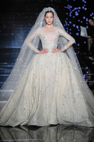 إطلاق تشكيلة راقية من فستانين الزفاف من وحي الخيال والرقي