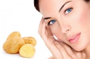 لا تتخلصي من قشرة البطاطس واعتمديها قناع لبشرة ناعمة وخالية من العيوب