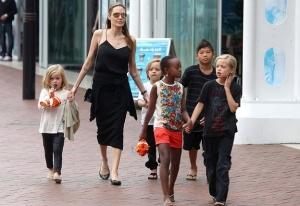 أنجلينا جولي تنتقل للعيش في منزل فاخر مع أولادها بعد طلاقها من براد بيت