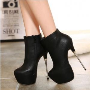 تصميمات راقية لأحذية الكاحل تميز إطلالتك وتعطيك الأناقة المطلوبة في الشتاء
