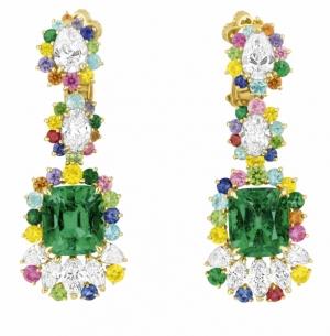 ديور طرح تشكيلة راقية من المجوهرات بالألوان الفاتحة
