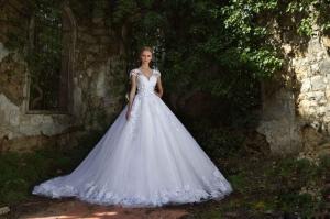 إطلاق تشكيلة راقية من فساتين الزفاف الخاصة بصاحبات الجسم النحيف