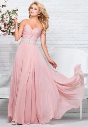 تألقي يوم خطوبتك مع الفساتين الناعمة بألوان الباستيل