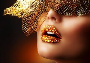 الشفاه الكريستالية صيحة الموضة الجديدة التي برزت في عروض الأزياء العالمية