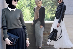 اختاري التنورة الماكسي في إطلالاتك الخريفية بالحجاب