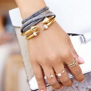 أساور ذهبية تمنحك الأناقة والتميز في مختلف إطلالاتك المتنوعة