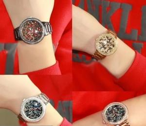 الكريستال خامة الأناقة التي تميز ساعتك اليدوية الخاصة لهذا الموسم