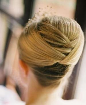 تألقي يوم زفافك بأرقى تسريحات الشعر الناعمة التي تزيدك جاذبية