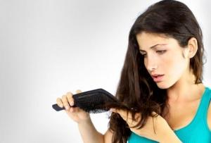 عالجي تساقط شعرك باعتماد وصفة طبيعية وسهلة وذات مفعول جيد