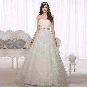 فساتين زفاف راقية وناعمة من صناع الموضة لكل عروس في ربيع 2017