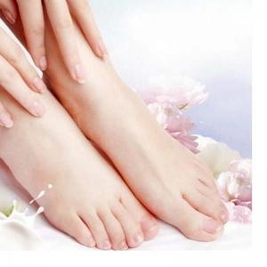 امنحي قدميك النعومة والترطيب الذي ترغبين فيه في وقت وجيز