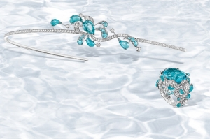 تألقي بالمجوهرات الجديدة بصيحة الأزرق الفاتح لإطلالات ناعمة في ربيع 2017