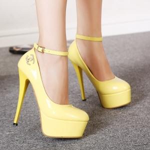 إطلاق تشكيلة راقية من الأحذية باللون الأصفر لتواكب موضة ربيع 2017